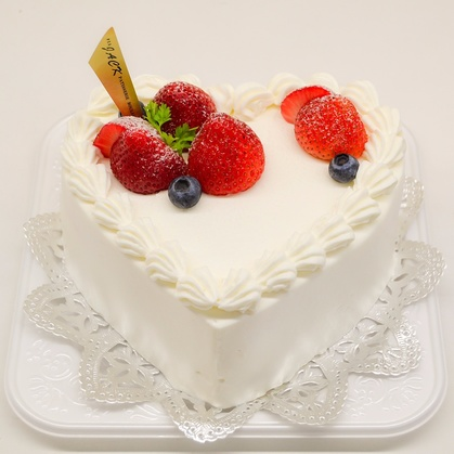 バースデーケーキ「ハートデコレーション」